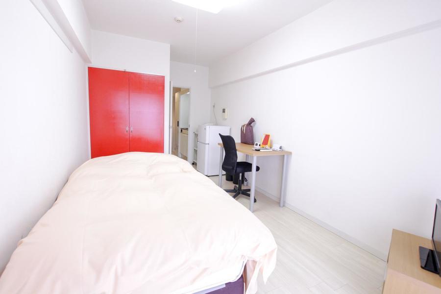 お部屋は淡くシンプルな色合いで優しい雰囲気