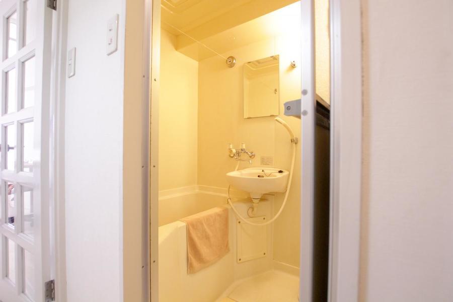 安らぎの空間・バスルーム。便利な物干し紐つきです