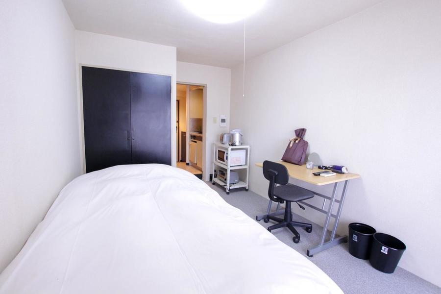 過ごしやすくシンプルなお部屋。珍しいカーペットタイプです