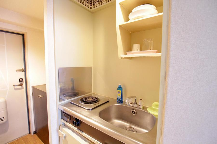 キッチンは食器収納や片付けに便利な吊り棚付き