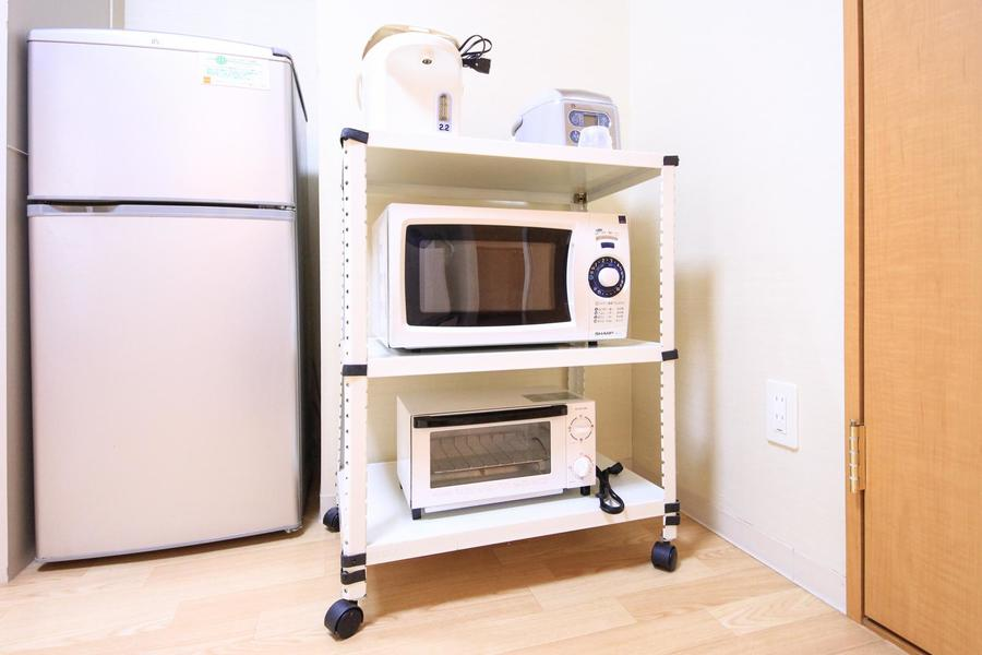 キッチンラックはワゴンタイプ。お好きな場所に移動できます