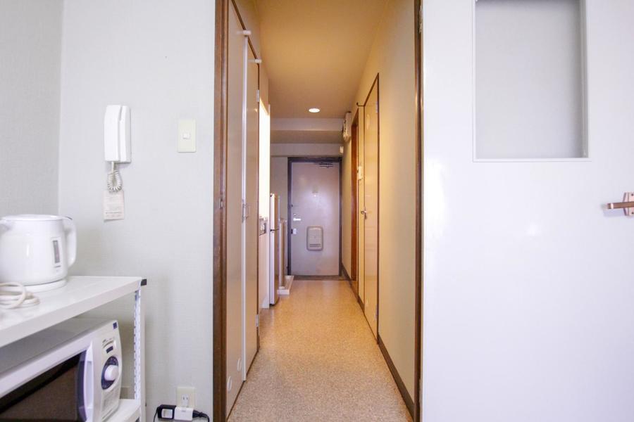 お部屋と玄関を区切る仕切り扉つき。より過ごしやすいお部屋に