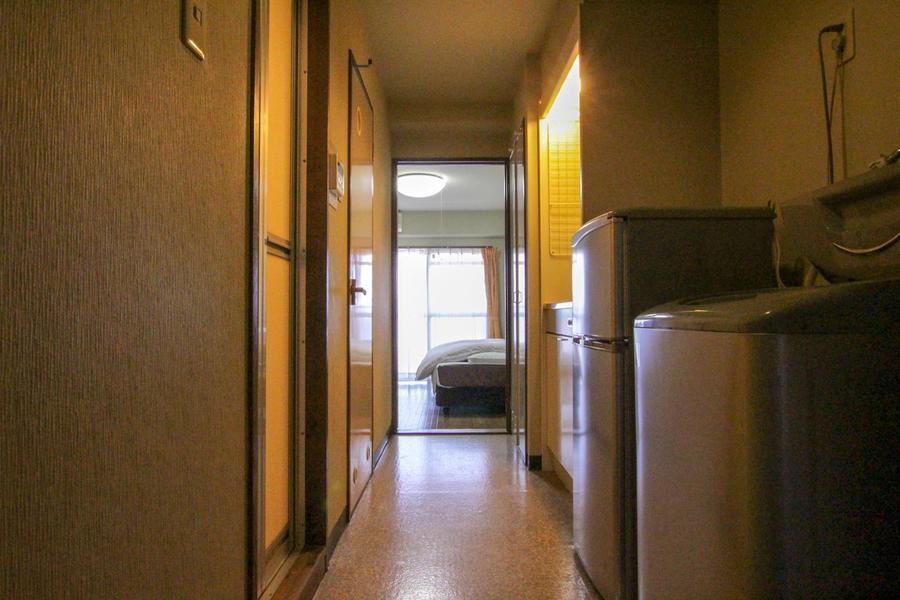 玄関からお部屋までの廊下はすっきりと広め
