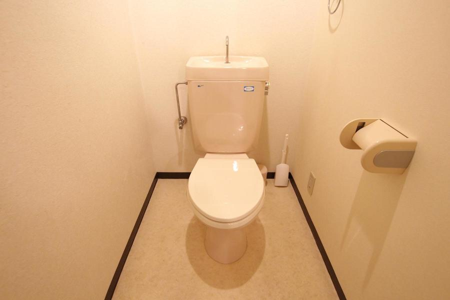 お手洗いはアイボリー系のカラーでまとめられ落ち着いた雰囲気