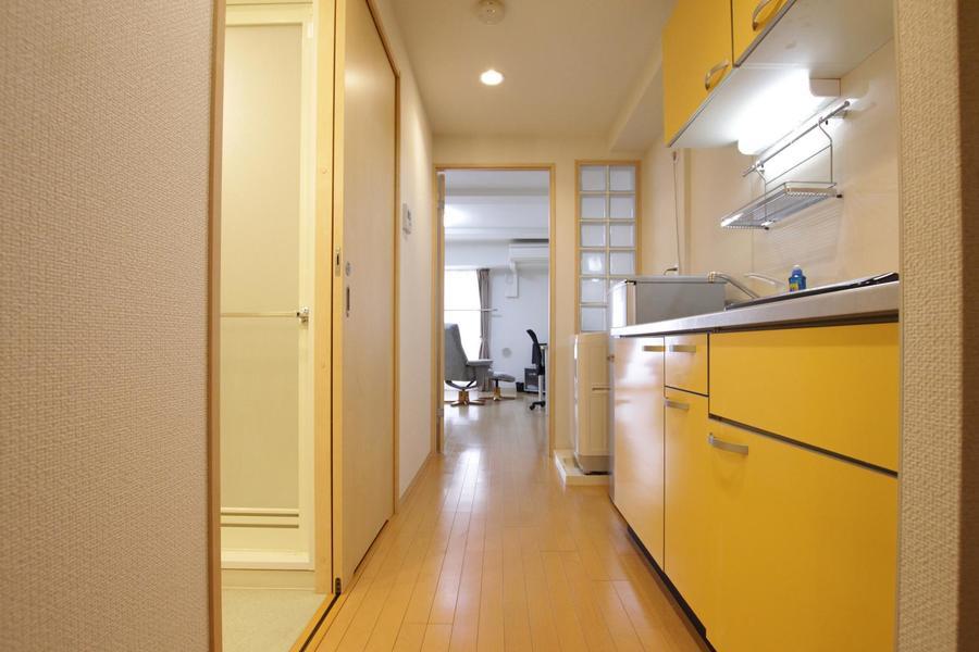 お部屋と廊下の間には段差がなく年配の方、お体の不自由な方も安心です