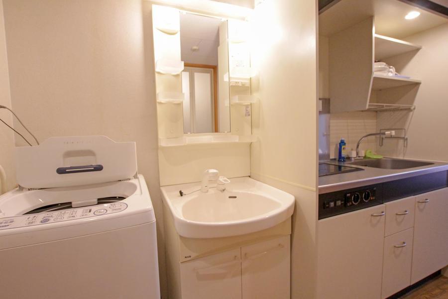 シャンプードレッサータイプの洗面台は小物・収納棚の多さがポイント!