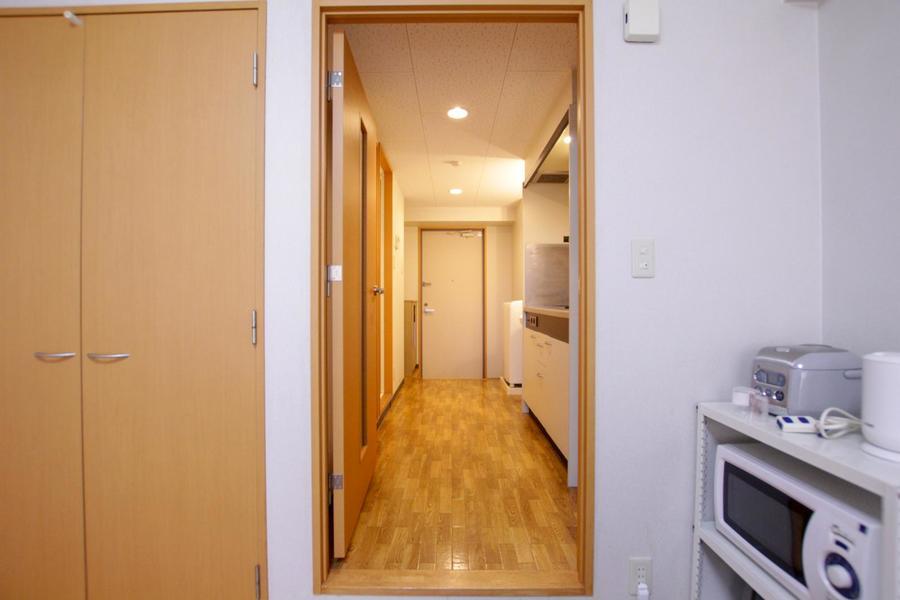 お部屋と廊下の間には便利な仕切り扉が設置