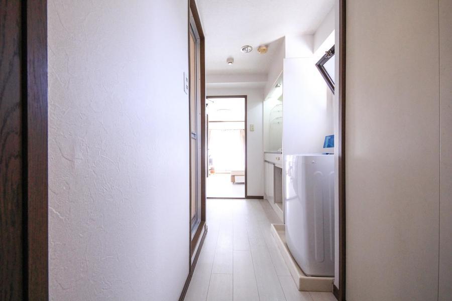 廊下も明るく光があふれる心地よい空間に