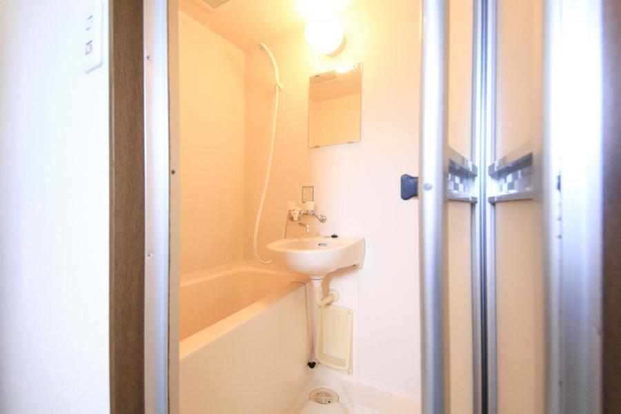 毎日の疲れを癒やすバスルーム。清潔感あふれる空間です
